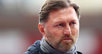 Ralph Hassenhuttl questions referee Jon Moss 'bravery' after Southampton denied penalty in Man City draw